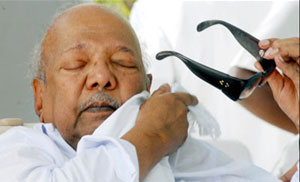 http://abedheen.files.wordpress.com/2010/01/karunanidhi.jpg